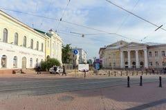 Nizhny Novgorod俄国 - 9月12日 2017年 在下诺夫哥罗德上主要步行街道修理路面 免版税库存照片