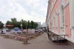 Nizhny Novgorod俄国 - 9月12日 2017年 在米宁广场在下诺夫哥罗德修理路面 库存照片