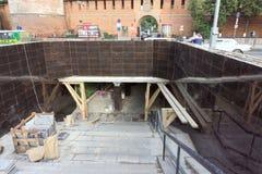 Nizhny Novgorod俄国 - 9月12日 2017年 地下段落的修理在米宁广场下的 使用转折  库存照片