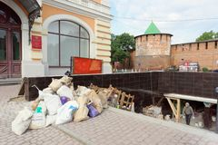 Nizhny Novgorod俄国 - 9月12日 2017年 地下段落的修理在米宁广场下的 使用转折  库存图片