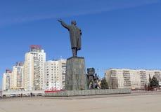 Nizhny Novgorod俄国 - 3月14日 2017年 对弗拉基米尔・伊里奇・列宁的纪念碑列宁广场的 库存图片