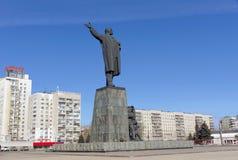 Nizhny Novgorod俄国 - 3月14日 2017年 对弗拉基米尔・伊里奇・列宁的纪念碑列宁广场的 免版税库存照片