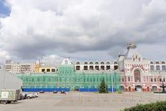 Nizhny Novgorod俄国 - 7月20日 2017年 的下诺夫哥罗德的主楼的大厦的修理公平 免版税图库摄影