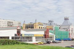 Nizhny Novgorod俄国 - 7月20日 2017年 的下诺夫哥罗德的主楼的大厦的修理公平 图库摄影