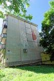 Nizhny Novgorod俄国 - 6月30日 2016年 盘区有描述a的图片的五层修造的赫鲁晓夫的末端 库存图片