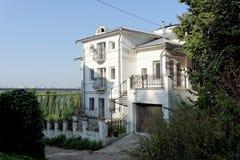 Nizhny Novgorod俄国 - 9月13日 2017年 车道的Melnichnaya 6住宅私有石三层房子 免版税库存图片