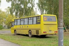 Nizhny Novgorod俄国 - 10月06日 2017年 Sormovo正统健身房的公共汽车 库存图片