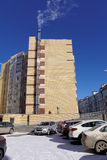 Nizhny Novgorod俄国 - 3月18日 2016年 有它自己的锅炉的现代多层的砖公寓 我 库存照片