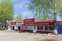 Nizhny Novgorod俄国 - 5月05日 2016年 汽车服务KOLOBOX街道Delovoy 库存照片