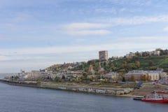 Nizhny Novgorod俄国 - 9月30日 2016年 被放弃的建造场所的看法改变堤防的  免版税库存图片