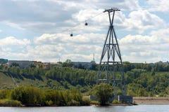 Nizhny Novgorod, κανάλι κωπηλασίας υποστήριξη cableway στοκ εικόνες