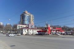 nizhny novgorod Ρωσία - 7 Απριλίου 2016 Συγκρότημα γραφείων πρατηρίων καυσίμων και πολυόροφων κτιρίων στην οδό Maxim Γκόρκυ στοκ εικόνες