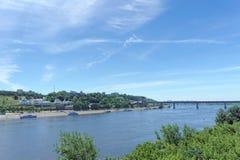 nizhny novgorod Ρωσία - 30 Ιουνίου 2016 Η άποψη από τη γέφυρα Kanavinsky στο Oka και το μετρό γεφυρώνουν και Annunciation Monaste Στοκ φωτογραφία με δικαίωμα ελεύθερης χρήσης