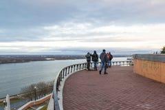 Nizhny Novgorod, Ρωσία - 11 Νοεμβρίου 2015 Άποψη του ποταμού του Βόλγα από μια πλατφόρμα εξέτασης κοντά στα σκαλοπάτια Chkalov Στοκ εικόνες με δικαίωμα ελεύθερης χρήσης