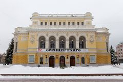 NIZHNY NOVGOROD, ΡΩΣΊΑ - 7 ΝΟΕΜΒΡΊΟΥ 2016: Το θέατρο κρατικού ακαδημαϊκό δράματος Gorkiy στην οδό Bolshaya Pokrovskaya στοκ εικόνα με δικαίωμα ελεύθερης χρήσης