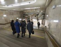 Nizhny Novgorod, ΡΩΣΙΑ - 02 11 2015 Οι άνθρωποι έρχονται Στοκ Εικόνες