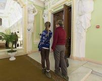 Nizhny Novgorod, Россия - 03 11 2015 Женщины делают собственную личность в имуществе Rukavishnikov музея Стоковая Фотография