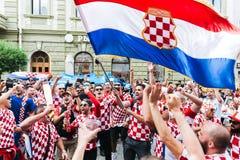 Nizhny Novgorod, Россия - июнь 2018 - хорватские вентиляторы празднует их победу против Аргентины на кубке мира 2018 ФИФА стоковая фотография