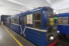 Nizhny Novgorod, РОССИЯ - 02 11 2015 Поезд на Стоковые Фотографии RF