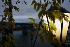 Nizhny Novgorod en el último otoño, opinión de la ciudad del río de Oka, Rusia fotos de archivo