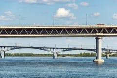 Nizhny Novgorod mosty Łączenie Oka i Volga rzeki Fotografia Stock