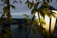 Nizhny Novgorod no outono atrasado, opinião da cidade do rio de Oka, Rússia fotos de stock