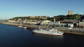Nizhny Novgorod: nuevos terraplén y naves en el Volga almacen de video