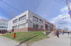 Nizhny Novgorod, Rússia - 27 de abril 2018 Escolha o centro médico e o único centro da migração na rua 2a de Dolzhanskaya Fotografia de Stock