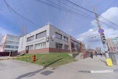 Nizhny Novgorod, Rússia - 27 de abril 2018 Escolha o centro médico e o único centro da migração na rua 2a de Dolzhanskaya Imagens de Stock Royalty Free