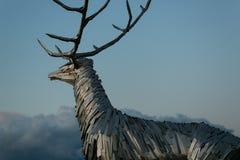 Nizhny Novgorod, Rússia 25 de julho de 2017: metal a escultura de um cervo na terraplenagem O símbolo da cidade foto de stock