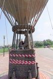 Nizhny Novgorod, Rússia - 28 de julho 2016 Monumento à rua de Jules Verne Zalomova no banco alto na interseção de Fotografia de Stock Royalty Free