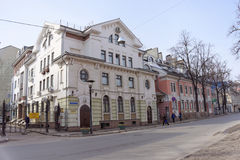 Nizhny Novgorod, Rússia - 25 de março 2016 Mostootryad-1 na rua Malaya Pokrovskaya Imagem de Stock Royalty Free