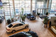Nizhny Novgorod Rosja, Marzec, - 14, 2018: Samochody w sali wystawowej przedstawicielstwo handlowe Nissan w Nizhny Novgorodcity w obraz stock