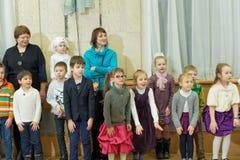 Nizhny Novgorod, Rusia - 8 de enero 2017 Celebración del Año Nuevo del ` s de los niños en el teatro de la marioneta de Nizhny No Imágenes de archivo libres de regalías