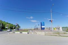 Nizhny Novgorod, Rusia - 15 de junio 2018 El principio del terraplén nuevamente construido de Nizhnevolzhskaya en los bancos de Foto de archivo libre de regalías
