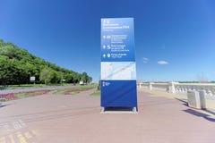 Nizhny Novgorod, Rusia - 15 de junio 2018 El terraplén nuevamente construido de Nizhnevolzhskaya en los bancos del río de Oka Imagenes de archivo