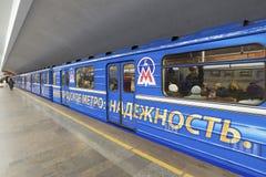 Nizhny Novgorod, RUSIA - 02 11 2015 Tren en Foto de archivo libre de regalías