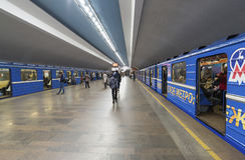 Nizhny Novgorod, RUSIA - 02 11 2015 Tren en Foto de archivo