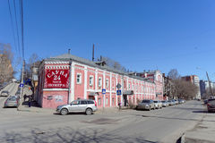 Nizhny Novgorod, Rusland - 07 april 2016 Openbare baden op de straat Kovalikhinskaya Royalty-vrije Stock Afbeeldingen
