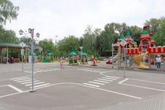 Nizhny Novgorod, Rusland - 03 augustus 2016 Het spel van de kinderenspeelplaats complex in Park Zwitserland Royalty-vrije Stock Afbeeldingen