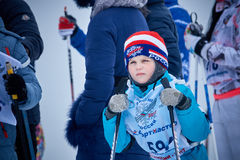 NIZHNY NOVGOROD, RUSLAND - FEBRUARI 11, 2017: Ski Competition Russia 2017 Blauw, raad die, pensionair, het inschepen, oefening, u royalty-vrije stock afbeeldingen