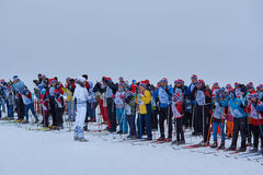 NIZHNY NOVGOROD, RUSLAND - FEBRUARI 11, 2017: Ski Competition Russia 2017 Blauw, raad die, pensionair, het inschepen, oefening, u stock fotografie