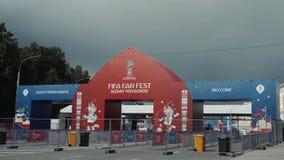 NIZHNY NOVGOROD, RUSLAND - Juni 8, 2018: Mening van de tribune van de Ventilatorfest van FIFA in van de binnenstad, om de bezoeke stock video