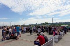 Nizhny Novgorod, Rusland - 24 juni 2016 Zich verzamelt kinderen naar de rest kamperen de te sturen op het Vierkant van Lenin Royalty-vrije Stock Afbeeldingen