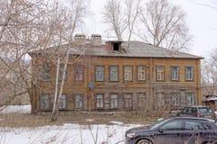Nizhny Novgorod, Rusland - 24 maart 2017 Woon houten two-storey huis op de straat Gruzinskaya 3B Royalty-vrije Stock Afbeelding
