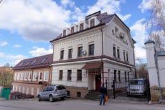 Nizhny Novgorod russia - April 22 2016 Hotellet på den gamla gatan Pochainskaya 14 Arkivfoton