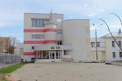 Nizhny Novgorod russia - April 26 2016 Skola 151 på gatan Boris Panin 8 Fotografering för Bildbyråer