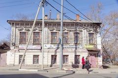 Nizhny Novgorod russia - April 10 2017 Tegelstenlägenhethus i gatan Malaya Yamskaya 53 Fotografering för Bildbyråer