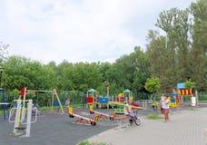 Nizhny Novgorod russia - Augusti 03 2016 Komplexet för barnlekplatsleken parkerar in Schweiz Royaltyfria Bilder