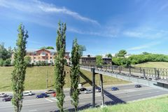 nizhny novgorod Russia - Czerwiec 30 2016 Zwyczajny most między Zalomova ulicą Otkos i Grebeshkovsky Widok od Obrazy Royalty Free